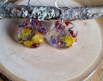 Real dried flower earrings. Botanical jewelry. Resin earrings. Flower earrings. Dangle earrings. Nature jewelry.