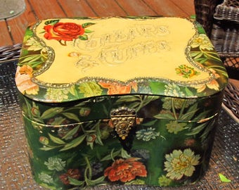 Victorian Floral Celluloid Collars and Cuffs Box