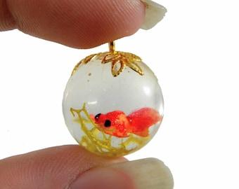 Pet goldfish round resin pendant