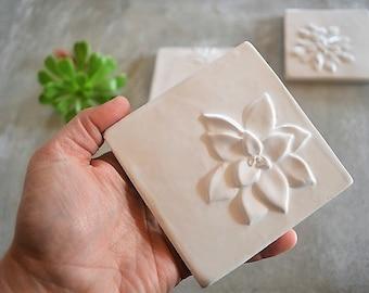 """Azulejo hecho a mano con forma 3D Botánico """"Echeveria suculentas"""""""