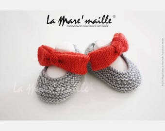 Light gray knit wool baby booties knit red bowtie hand de La Mare' mesh
