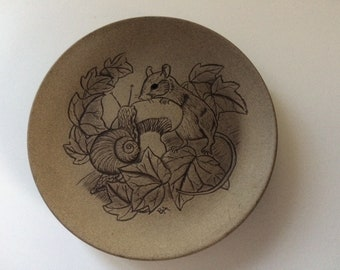 13cm Poole pottery wildlife plate mouse/snail design by Barbara Linley Adams Good condition. 13 cm stoneware.