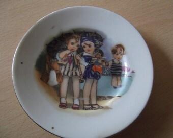 small plate - 1920s sea-side children