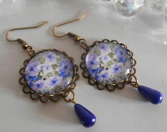 """Stamped bronze earrings """"romantic thoughts"""" glass cabochon"""