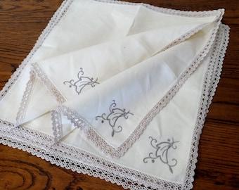 Set of 8 Vintage Embroidered Linen Napkins. Ivory/Ecrue/Beige Linen Napkins. Set of Linen Napkins. RBT1177