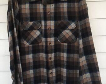 Pendleton Shirt Made of Wool in Plaid Fabric - Medium