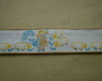 Ribbon in white cotton patterned Shepherd and sheep, 31 mm wide