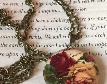 Floral locket. Lady locket necklace. Photo locket. Vintage locket. Shabby chic romantic locket. Victorian locket necklace.