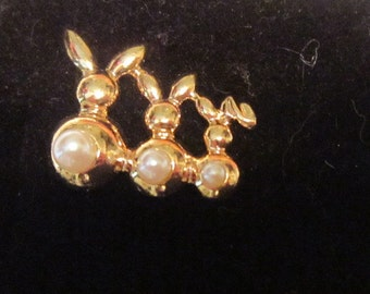 Vintage Pearl and Gold Bunny Tack