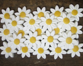 Fondant Daisies (24) - fondant daisy flower - sugar daisies - fondant flowers to buy - fondant flowers for cupcakes - daisy cake decorations