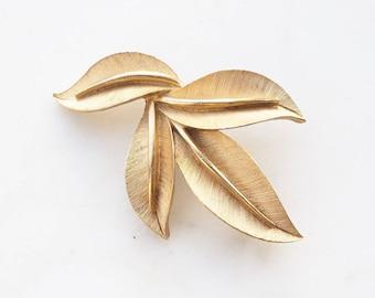 Vintage Trifari gold tone leaf brooch