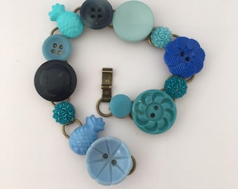 feeling blue           buttons and bits bracelet