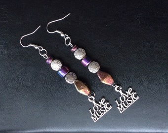Iridescent & silver bead music earrings #iridescentbeads #iridescentearrings #ilovemusicearrings #musicearrings #ilovemusic #musicjewelry