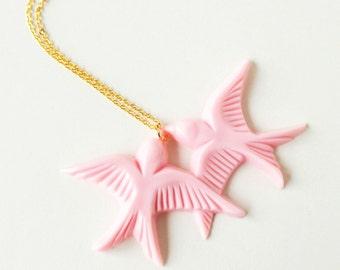 Blush pink vintage plastic swallow love birds gold necklace