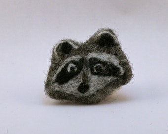 Raccoon Brooch // Felted Pin // Needlefelted Brooch