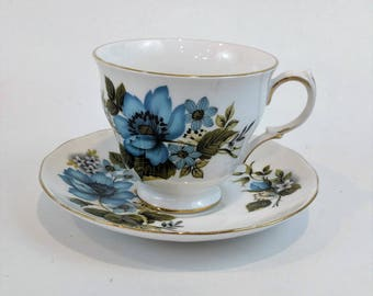 Vintage Queen Anne England tea cup and saucer set pattern number 8522 Bone China Retro