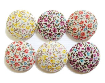 Sewing Buttons / Fabric Buttons - Tiny Floral Buttons - 6 Large Fabric Buttons - Fabric Covered Buttons
