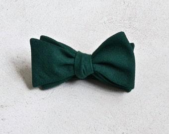 Deep Emerald Green Linen Bow Tie