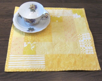 Yellow Pieced and Quilted Daisy  Mug Rug Quiltsy Handmade