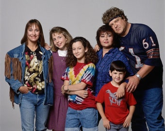 Roseanne Cast 8 x 10 / 8x10 GLOSSY Photo Picture