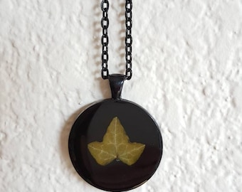 Real Ivy Round Resin Pendant with Black Metal Setting and Chain/Ivy Resin Pendant/Ivy Resin Necklace/Resin Pendant and Chain/Resin Jewelry