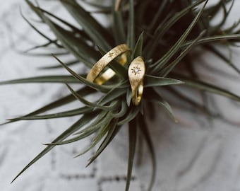 Handmade Wedding Rings Set. 18k green gold ring. Boho wedding bands.