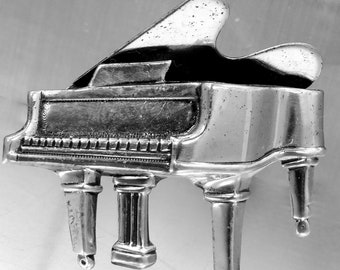 Beau Sterling Figural Baby Grand Piano Pin