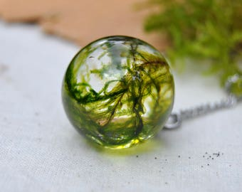 Moss Terrarium Necklace, Real Moss Sphere Necklace, Bridesmaid Gift for Forest Wedding, Green Plant Jewelry, Resin Jewelry, Resin Necklace