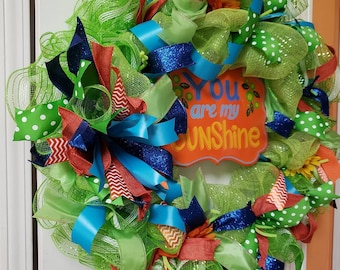 Bright, cheery door wreath that brings a smile to any house and, of course, we all remember that song from our childhood!