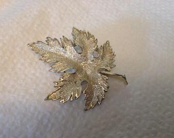 Vintage Goldtone Leaf Design Pin/Brooch