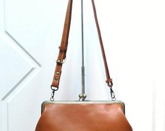 Leather frame clutch purse / bridesmaid gift  bridesmaid clutch / kiss lock  / everyday bag