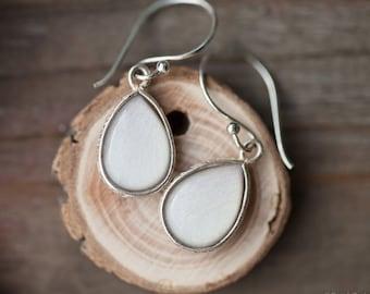 White teardrop earrings, Silver White drop earring, Mohers day gift, White Bridesmaid earrings, Silver earrings, Gift for mom flower earring