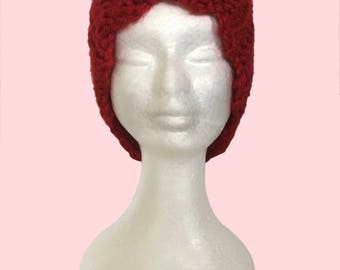 Knitted Vintage Hat with Scalloped Edge