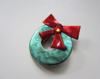 Holiday Christmas Wreath with Red Bow Pin Brooch