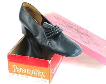 Vintage Women's Dress Shoe Never Worn Size 10B Color 'Triband Navy'