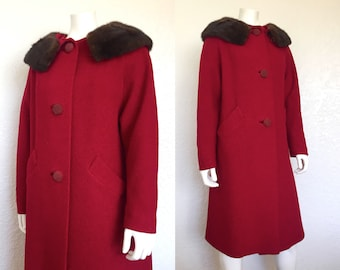 1950s Red Coat with Fur Collar / 50s Wool Coat / Red Wool Coat / Vintage Coat / Vintage Winter Coat / deep red coat / Medium Coat