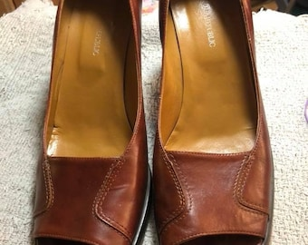 Vintage Banana Republic Open Toed Brown Leather Blocky heel size 8 1/2, preowned.