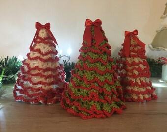 Alberi di Natale realizzati a mano all'uncinetto, colori vari