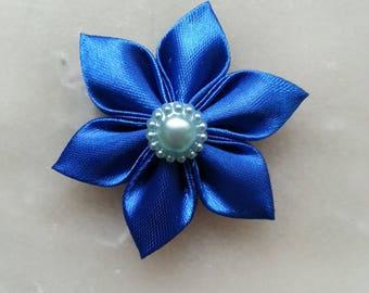5 cm fleur de satin bleu   petales pointus