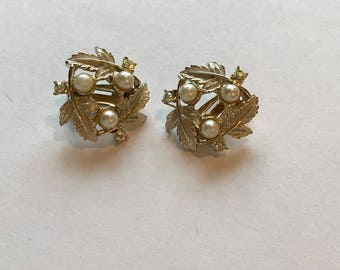 Vintage Judy Lee Signed Faux Pearl Earrings, Clip On, Retro