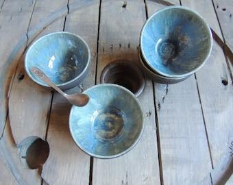 Bowl in stoneware enamelled bleu with cristalisation