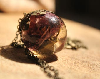 Necklace resin bubble with poppy