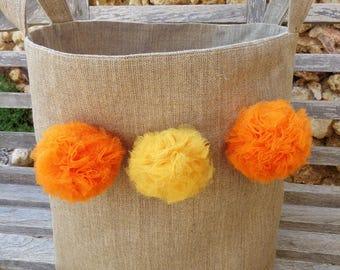 Panier vide poche xxl en lin naturel décoré de pompons jaune et orange