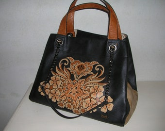 Beautiful black and brown two-tone bag decorated with fantasy flowers with matching clutch, in faux leather.