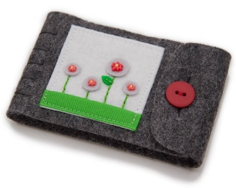 Grey Wool Felt Needle Book, Small Needle Case, Embroidered Flowers, Travel Sewing Case, Little Pin Keeper, Felt Needle Minder, Felt Book