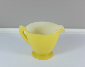 Vintage yellow Pyrex style Creamer / Milk jug - Retro yellow milkglass jug  - Vintage yellow creamer - Retro yellow milk jug