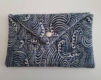 Padded envelope clutch