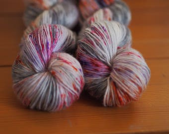 Fireworks at the Beach Silver Grey Orange Pink red Speckled Hand Dyed Yarn // 100% Superwash Merino Single Ply Sock Fingering Weight Yarn