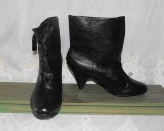 FREE SHIPPING...Vintage Soft Leather Granny Pixie Ankle Slouch Heel Boots Shoes - Womens Sz 10 M