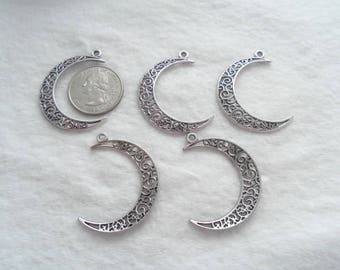 Antique Silver Crescent Moon Pendants, Pack of 5 (1229)